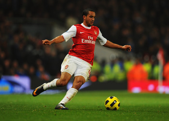 LONDON, ENGLAND - FEBRUARY 01:  Theo Walcott of Arsenal in action during the Barclays Premier League match between Arsenal and Everton at the Emirates Stadium on February 1, 2011 in London, England.  (Photo by Mike Hewitt/Getty Images)