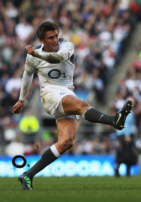 LONDON, ENGLAND - FEBRUARY 12:  Toby Flood of England kicks for goal during the RBS 6 Nations Championship match between England and Italy at Twickenham Stadium on February 12, 2011 in London, England.  (Photo by David Rogers/Getty Images)