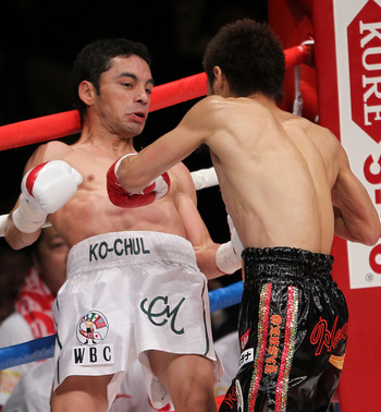 TOKYO - APRIL 30:  Fernando Montiel of Mexico (L) fights with Hozumi Hasegawa of Japan during the WBC Bantamweight Title Fight between Hozumi Hasegawa and Fernando Montiel at Nippon Budokan on April 30, 2010 in Tokyo, Japan.  (Photo by Koichi Kamoshida/Ge