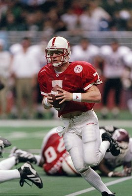 6 Dec 1997: Quarterback Scott Frost of the Nebraska Cornhuskers looks to pass the ball during a game against the Texas A&M Aggies at the Alamodome in San Antonio, Texas. Nebraska won the game, 54-15.