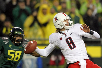 EUGENE, OR - NOVEMBER 26:  Quarterback Nick Foles #8 of the Arizona Wildcats throews a pass against the Oregon Ducks  on November 26, 2010 at the Autzen Stadium in Eugene, Oregon.  (Photo by Jonathan Ferrey/Getty Images)