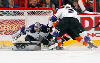 PHILADELPHIA - FEBRUARY 13:  Jonathan Quick #32 of the Los Angeles Kings in action during a game against the Philadelphia Flyers on February 13, 2011 at the Wells Fargo Center in Philadelphia, Pennsylvania.  (Photo by Lou Capozzola/Getty Images)