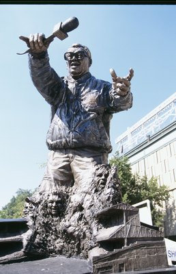 CHICAGO - SEPTEMBER 26:  Harry Carey statue is shown before the Cincinnati Reds game against the Chicago Cubs at Wrigley Field on September 26, 2002 in Chicago, Illinois. (Photo by Jonathan Daniel/Getty Images)