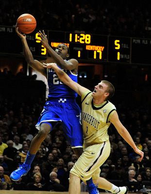 NASHVILLE, TN - FEBRUARY 12:  Brad Tinsley #1 of the Vanderbilt Commodores challenges a shot by Doron Lamb #20 of the Kentucky Wildcats at Memorial Gym on February 12, 2011 in Nashville, Tennessee.  (Photo by Grant Halverson/Getty Images)