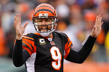 CINCINNATI, OH - DECEMBER 19:  Quarterback Carson Palmer #9 of the Cincinnati Bengals calls a play at the line of scrimage while playing the Cleveland Browns at Paul Brown Stadium on December 19, 2010 in Cincinnati, Ohio.  (Photo by Matthew Stockman/Getty