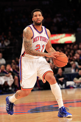 NEW YORK, NY - FEBRUARY 09:  Wilson Chandler #21 of the New York Knicks handles the ball against the Los Angeles Clippers at Madison Square Garden on February 9, 2011 in New York City. NOTE TO USER: User expressly acknowledges and agrees that, by download