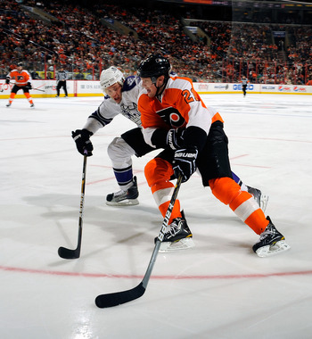 PHILADELPHIA - FEBRUARY 13: James Van Riemsdyk #21 of the Philadelphia Flyers in action during a game against the Los Angeles Kings on February 13, 2011 at the Wells Fargo Center in Philadelphia, Pennsylvania.  (Photo by Lou Capozzola/Getty Images)