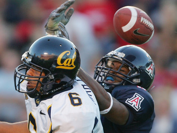 TUCSON, AZ - OCTOBER 23:   Wide receiver Geoff McArthur #6 of California tries to catch the ball against Arizona at Arizona Stadium on October 23, 2004 in Tucson, Arizona.  Cal defeated Arizona 38-0. (Photo by Harry How/Getty Images)