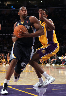 LOS ANGELES, CA - NOVEMBER 02:  Sam Young #4 of the Memphis Grizzlies plays against the Los Angeles Lakers at Staples Center on November 2, 2010 in Los Angeles, California. The Lakers defeated the Grizzlies 124-105. NOTE TO USER: User expressly acknowledg