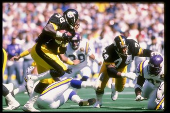 1989-1990:  Running back Tim Worley of the Pittsburgh Steelers runs with the ball during a game against the Minnesota Vikings at Three Rivers Stadium in Pittsburgh, Pennsylvania.  The Steelers won the game 27-14. Mandatory Credit: Rick Stewart  /Allsport
