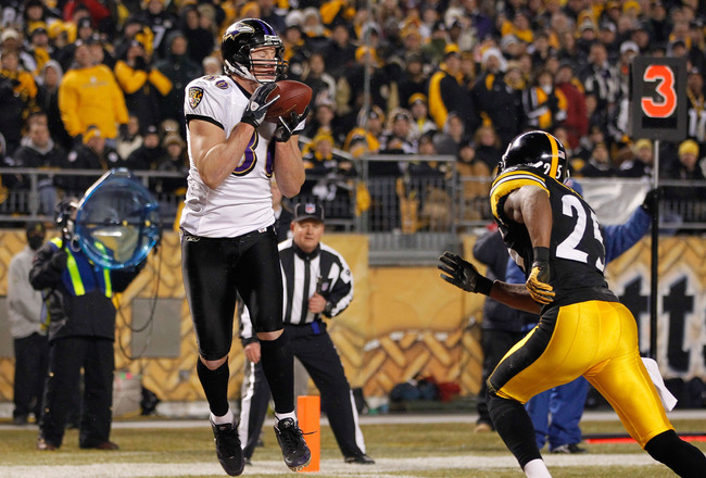 PITTSBURGH, PA - JANUARY 15:  Tight end Todd Heap #86 of the Baltimore Ravens catches the ball for a touchdown against the Pittsburgh Steelers in the second quarter of the AFC Divisional Playoff Game at Heinz Field on January 15, 2011 in Pittsburgh, Penns