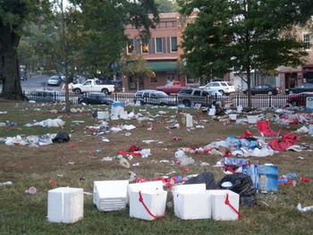Uga-tailgating-trash_display_image