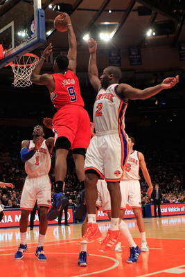 NEW YORK, NY - FEBRUARY 09:  DeAndre Jordan #9 of the Los Angeles Clippers dunks the ball over Raymond Felton #2 of the New York Knicks at Madison Square Garden on February 9, 2011 in New York City. NOTE TO USER: User expressly acknowledges and agrees tha