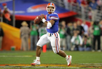 GLENDALE, AZ - JANUARY 08:  Quarterback Chris Leak #12 of the Florida Gators scrambles with the ball against the Ohio State Buckeyes during the second quarter of the 2007 Tostitos BCS National Championship Game at the University of Phoenix Stadium on Janu