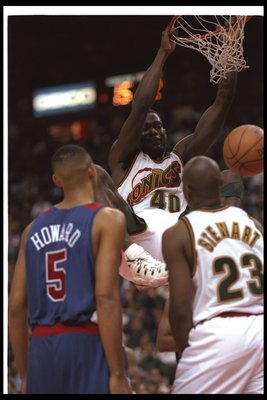 20 Nov 1996:  Forward Shawn Kemp of the Seattle Supersonics sinks the ball during a game against the Washington Bullets at the USAir Arena in Landover, Maryland.  The Supersonics won the game, 115-110. Mandatory Credit: Doug Pensinger  /Allsport