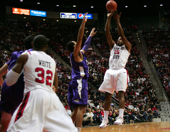 SAN DIEGO, CA - FEBRUARY 5: Kawhi Leonard #15 of San Diego State shoots the ball in the first half against TCU at Cox Arena in San Diego Saturday, February 5, 2011. SDSU beat TCU 60-53. (Photo by Kent Horner/Getty Images)