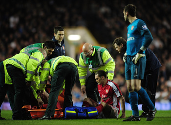 LONDON, ENGLAND - APRIL 14:   Thomas Vermaelen of Arsenal goes off injured during the Barclays Premier League match between Tottenham Hotspur and Arsenal at White Hart Lane on April 14, 2010 in London, England.  (Photo by Shaun Botterill/Getty Images)