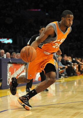 LOS ANGELES, CA - NOVEMBER 12:  Alando Tucker #28 of the Phoenix Suns dribbles against the Los Angeles Lakers at Staples Center on November 12, 2009 in Los Angeles, California.  (Photo by Harry How/Getty Images)  User expressly acknowledges and agrees tha