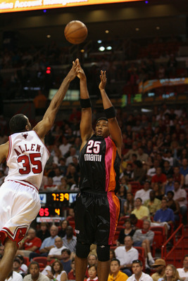 MIAMI - APRIL 16:  Wayne Simien #25 of the Miami Heat shoots over Malik Allen #35 of the Chicago Bulls during the game at American Airlines Arena on April 16, 2006 in Miami, Florida.  The Pistons won 103-97.  NOTE TO USER: User expressly acknowledges and