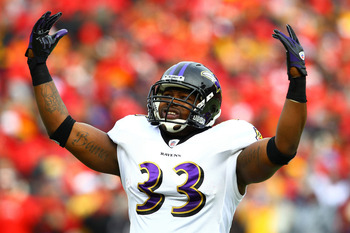 KANSAS CITY, MO - JANUARY 09:  Fullback Le'Ron McClain #33 of the Baltimore Ravens reacts to the crowd prior to playing the Kansas City Chiefs in their 2011 AFC wild card playoff game at Arrowhead Stadium on January 9, 2011 in Kansas City, Missouri.  (Pho