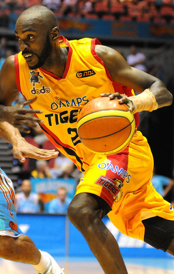 GOLD COAST, AUSTRALIA - JANUARY 30:  Julius Hodge of the Melbourne Tigers dribbles the ball around Blaze defenders during the round 18 NBL match between the Gold Coast Blaze and the Melbourne Tigers at Gold Coast Convention and Exhibition Centre on Januar