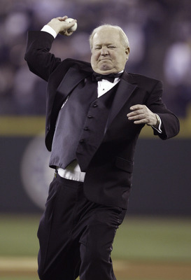 SEATTLE - MARCH 31:  Seattle Mariners play-by-play announcer Dave Niehaus throws out the ceremonial first pitch prior to the Mariners' Home Opener against the Texas Rangers on March 31, 2008 in Seattle, Washington. The Mariners defeated the Rangers 5-2. (
