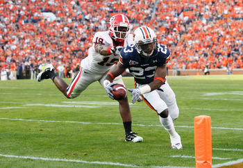 AUBURN, AL - NOVEMBER 13:  Onterio McCalebb #23 of the Auburn Tigers against Sanders Commings #19 of the Georgia Bulldogs at Jordan-Hare Stadium on November 13, 2010 in Auburn, Alabama.  (Photo by Kevin C. Cox/Getty Images)