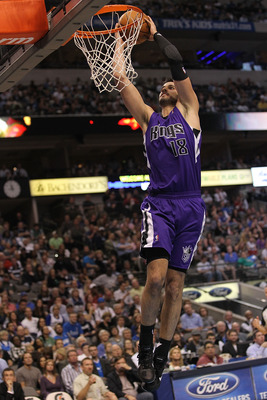 DALLAS, TX - FEBRUARY 16:  Forward Omri Casspi #18 of the Sacramento Kings makes the slam dunk against the Dallas Mavericks at American Airlines Center on February 16, 2011 in Dallas, Texas.  NOTE TO USER: User expressly acknowledges and agrees that, by d