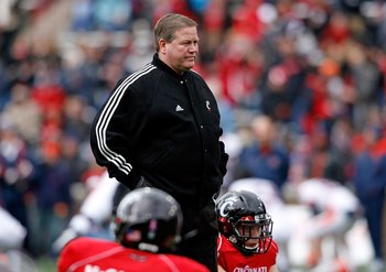 CINCINNATI - NOVEMBER 27:  Brian Kelly the Head Coach of the Cincinnati Bearcats is pictured during the game against the Illinois Fighting Illini at Nippert Stadium on November 27, 2009 in Cincinnati, Ohio.  (Photo by Andy Lyons/Getty Images)