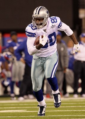 EAST RUTHERFORD, NJ - NOVEMBER 14: Martellus Bennett #80 of the Dallas Cowboys runs against the New York Giants on November 14, 2010 at the New Meadowlands Stadium in East Rutherford, New Jersey.  (Photo by Jim McIsaac/Getty Images)
