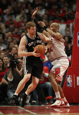 CHICAGO, IL - FEBRUARY 17: Matt Bonner #15 of the San Antonio Spurs moves against Taj Gibson #22 of the Chicago Bulls at the United Center on February 17, 2011 in Chicago, Illinois. The Bulls defeated the Spurs 109-99. NOTE TO USER: User expressly acknowl