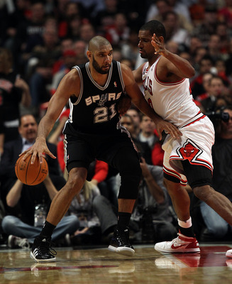 CHICAGO, IL - FEBRUARY 17: Tim Duncan #21 of the San Antonio Spurs moves against Kurt Thomas #40 of the Chicago Bulls at the United Center on February 17, 2011 in Chicago, Illinois. The Bulls defeated the Spurs 109-99. NOTE TO USER: User expressly acknowl