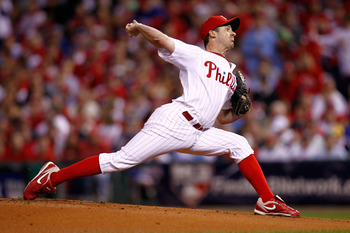 PHILADELPHIA - OCTOBER 17:  Pitcher Roy Oswalt #44 of the Philadelphia Phillies pitches against the San Francisco Giants in Game Two of the NLCS during the 2010 MLB Playoffs at Citizens Bank Park on October 17, 2010 in Philadelphia, Pennsylvania.  (Photo
