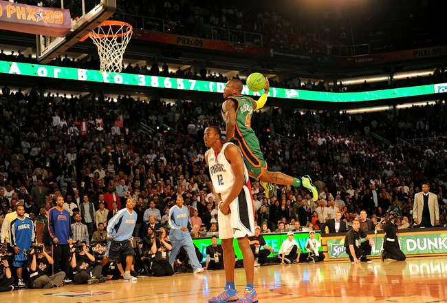 PHOENIX - FEBRUARY 14:  Nate Robinson of the New York Knicks leaps over Dwight Howard of the Orlando Magic in the finals of the Sprite Slam Dunk Contest on All-Star Saturday Night, part of 2009 NBA All-Star Weekend at US Airways Center on February 14, 200