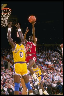 1989-1990:  Guard Craig Hodges of the Chicago Bulls goes up against forward Orlando Woolridge of the Los Angeles Lakers (left) during a game at the Great Western Forum in Inglewood, California. Mandatory Credit: Stephen Dunn  /Allsport