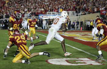 PASADENA, CA - JANUARY 04:  Vince Young #10 of the Texas Longhorns rushes past Frostee Rucker #90, Scott Ware #29 and Josh Pinkard #36 of the USC Trojans to score a 2 point conversion following his touchdown in the final moments of the BCS National Champi