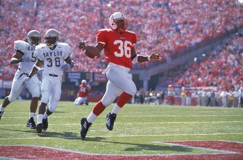 21 Oct 2000:  Correll Buckhalter #36 of the Nebraska Cornhuskers makes a touchdown during the game against the Baylor Bears at the Memorial Stadium in Lincoln, Nebraska. The Cornhuskers defeated the Bears 59-0.Mandatory Credit: Brian Bahr  /Allsport