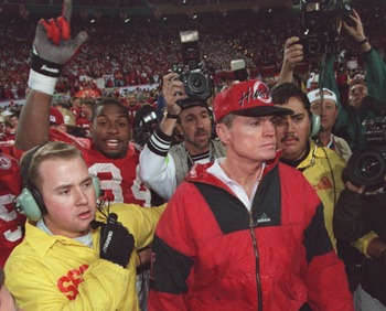 2 JAN 1996:  HEAD COACH TOM OSBORNE OF THE NEBRASKA CORNHUSKERS LEAVES THE FIELD FOLLOWING THE FIESTA BOWL AT SUN DEVIL STADIUM IN TEMPE, ARIZONA.   Mandatory Credit: Mike Powell/ALLSPORT
