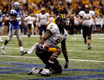NEW ORLEANS - DECEMBER 20:  DeAndre Brown #5 of the Southern Miss Golden Eagles celebrates after catching a two point conversion pass against the Middle Tennessee Blue Raiders during the R+L Carriers New Orleans Bowl at the Louisiana Superdome on December