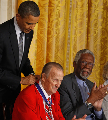 WASHINGTON, DC - FEBRUARY 15:  U.S. President Barack Obama (L) presents Baseball Hall of Fame member Stan Musial the 2010 Medal of Freedom as Basketball Hall of Fame member and human rights activist Bill Russell (R) applauds in the East Room of the White