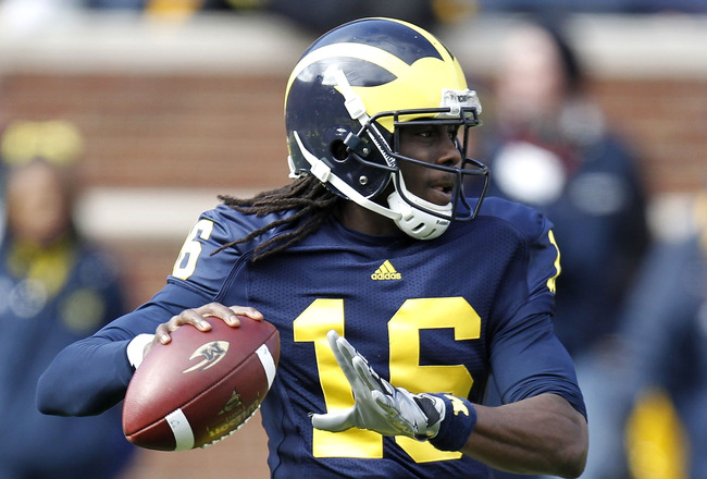 ANN ARBOR, MI - NOVEMBER 06:  Denard Robinson #16 of the Michigan Wolverines throws a first quarter pass while playing the Illinios Fighting Illini after a second quarter reception at Michigan Stadium on November 6, 2010 in Ann Arbor, Michigan.  (Photo by