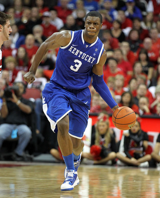 LOUISVILLE, KY - DECEMBER 31: Terrence Jones #3 of the Kentucky Wildcats dribbles the ball during the game against the Louisville Cardinals at the KFC Yum! Center on December 31, 2010 in Louisville, Kentucky.  (Photo by Andy Lyons/Getty Images)