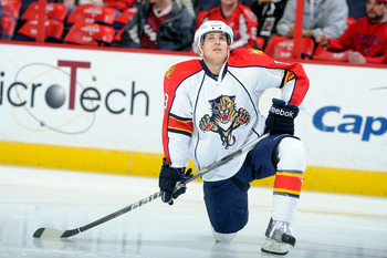 WASHINGTON - JANUARY 08:  Mike Santorelli #13 of the Florida Panthers warms up before the game against the Washington Capitals at the Verizon Center on January 8, 2011 in Washington, DC.  (Photo by Greg Fiume/Getty Images)