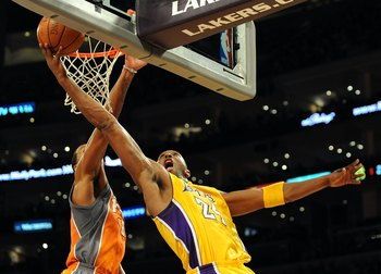LOS ANGELES, CA - NOVEMBER 12:  Kobe Bryant #24 of the Los Angeles Lakers attempts a layup in front of Channing Frye #8 of the Phoenix Suns during the first half at Staples Center on November 12, 2009 in Los Angeles, California.  (Photo by Harry How/Getty