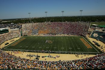 WACO, TX - OCTOBER 04:  A general view of play between the Oklahoma Sooners and the Baylor Bears at Floyd Casey Stadium on October 4, 2008 in Waco, Texas.  (Photo by Ronald Martinez/Getty Images)