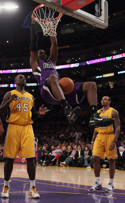 LOS ANGELES, CA - DECEMBER 03:  Jason Thompson #34 of the Sacramento Kings dunks the ball between Derrick Caracter (L) #45 and Shannon Brown #12 of the Los Angeles Lakers during the second half at Staples Center on December 3, 2010 in Los Angeles, Califor