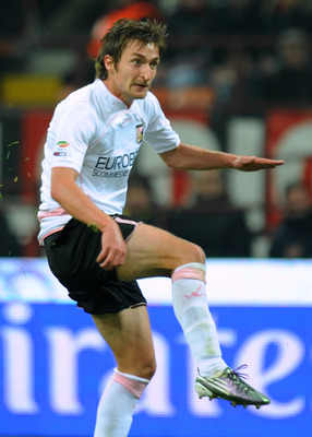 MILAN, ITALY - NOVEMBER 10:  Armin Bacinovic of Palermo scores the equalising goal during the Serie A match between AC Milan and US Citta di Palermo at Stadio Giuseppe Meazza on November 10, 2010 in Milan, Italy.  (Photo by Tullio M. Puglia/Getty Images)