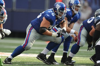 EAST RUTHERFORD, NJ - OCTOBER 05:  Chris Snee #76 of the New York Giants plays against the Seattle Seahawks during their game on October 5, 2008 at Giants Stadium in East Rutherford, New Jersey.  (Photo by Al Bello/Getty Images)