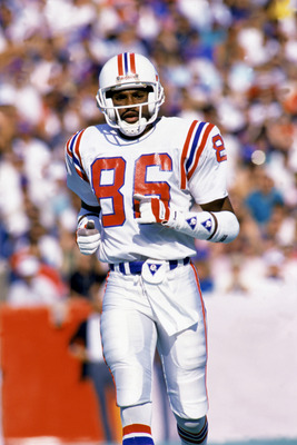 BUFFALO, NY - 1989:  Wide receiver Stanley Morgan #86 of the New England Patriots runs on the field during a 1989 NFL game against the Buffalo Bills at Rich Stadium  in Buffalo, New York.  The Bills defeated the Pats 31-10.  (Photo by Rick Stewart/Getty I