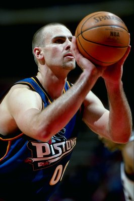 16 Feb 1999: Eric Montross #00 of the Detroit Pistons shooting the ball during the game against the New Jersey Nets at the Continental Airlines Arena in East Rutherford, New Jersey. The Nets defeated the Pistons 97-82.